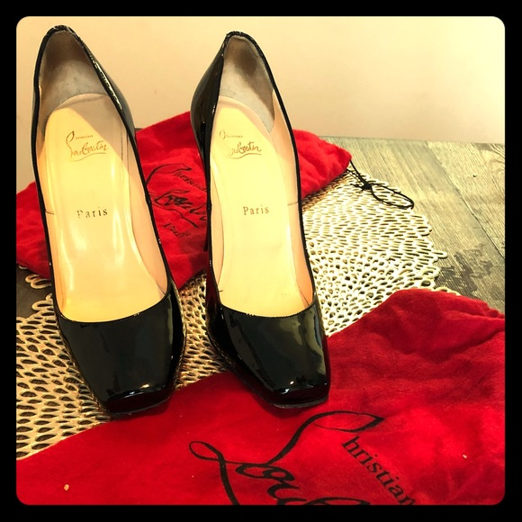 new style 2fc32 4106d Patent leather Christian Louboutin red bottoms